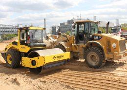 Mit leistungsstarken Maschinen wird der Baugrund vorbereitet.